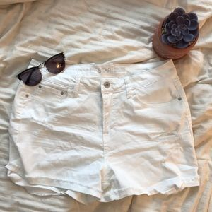 💜NWOT White Jean Shorts